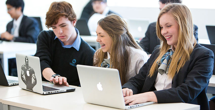 Young students study together   Featured image for Tips to Succeed in an Online Course.