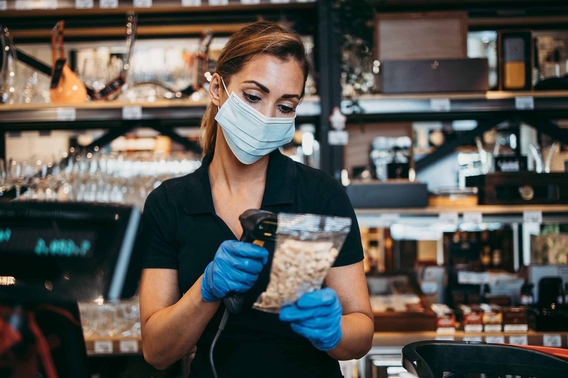 Barista scans packet of nuts | Featured image for HLTSS ICRT65 FOR RETAIL.