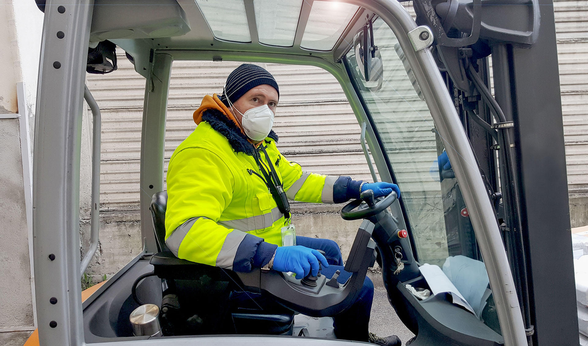 Forklift driver wearing personal protective equipment during COVID19 | Featured image for HLTSS ICTL67 FOR TRANSPORT AND LOGISTICS.