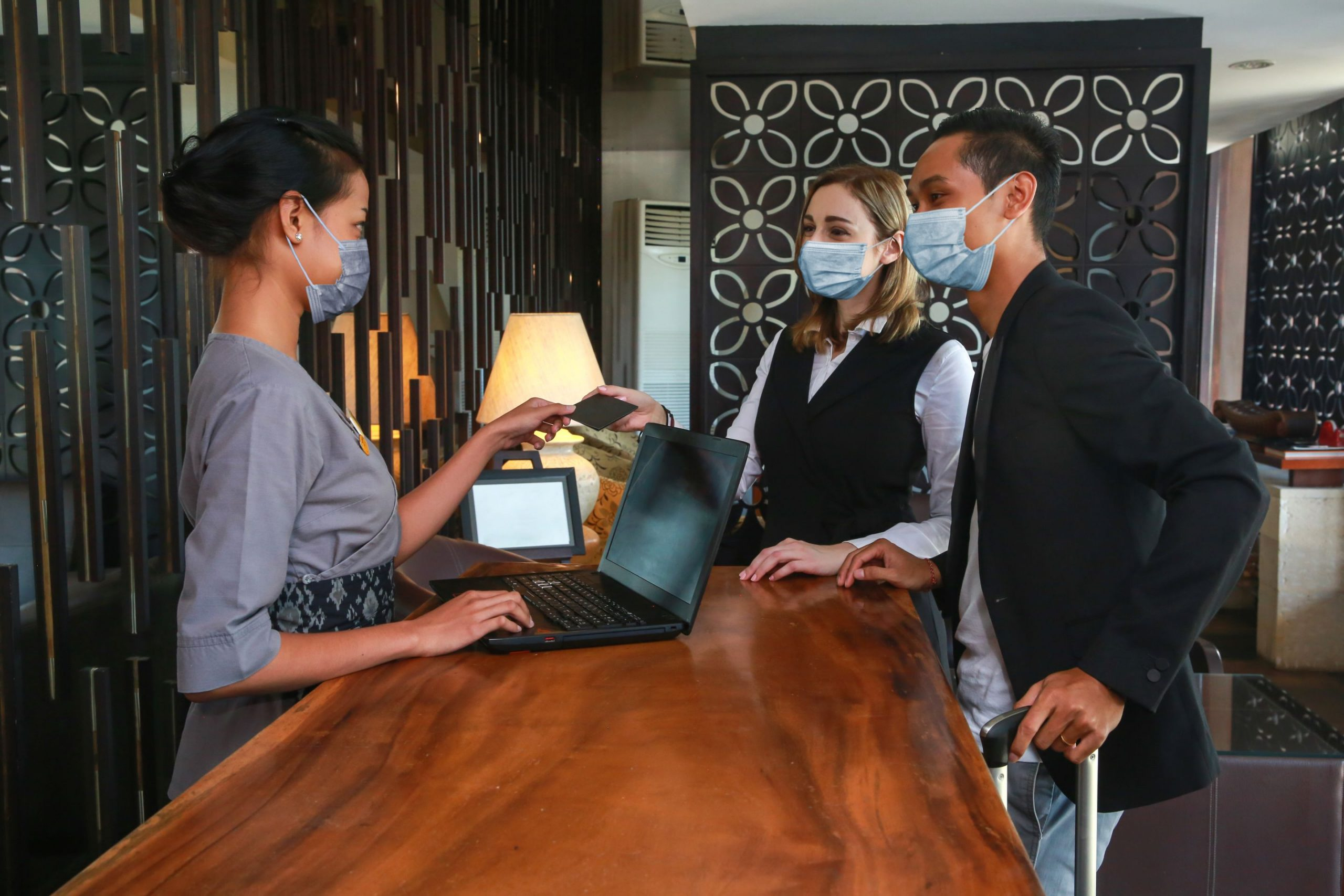 Customers paying at restaurant | Featured image for HLTSS ICHS64 FOR HOSPITALITY.